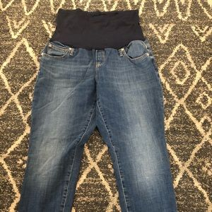 Gap maternity skinny jeans with frayed cuffs